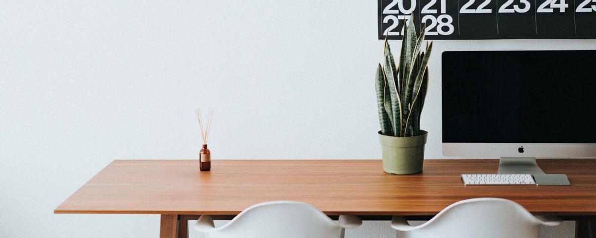 Simple, minimalist desk set up